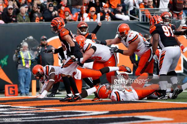 David Njoku of the Cleveland Browns scores a touchdown during the second quarter of the game against the Cincinnati Bengals at Paul Brown Stadium on...