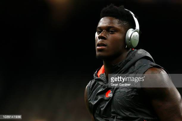David Njoku of the Cleveland Browns wears a pair of Bose headphones during a game against the New Orleans Saints at MercedesBenz Superdome on...