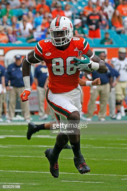 David Njoku of the Miami Hurricanes runs fr a first quarter touchdown against the Pittsburgh Panthers on November 5 2016 at Hard Rock Stadium in...