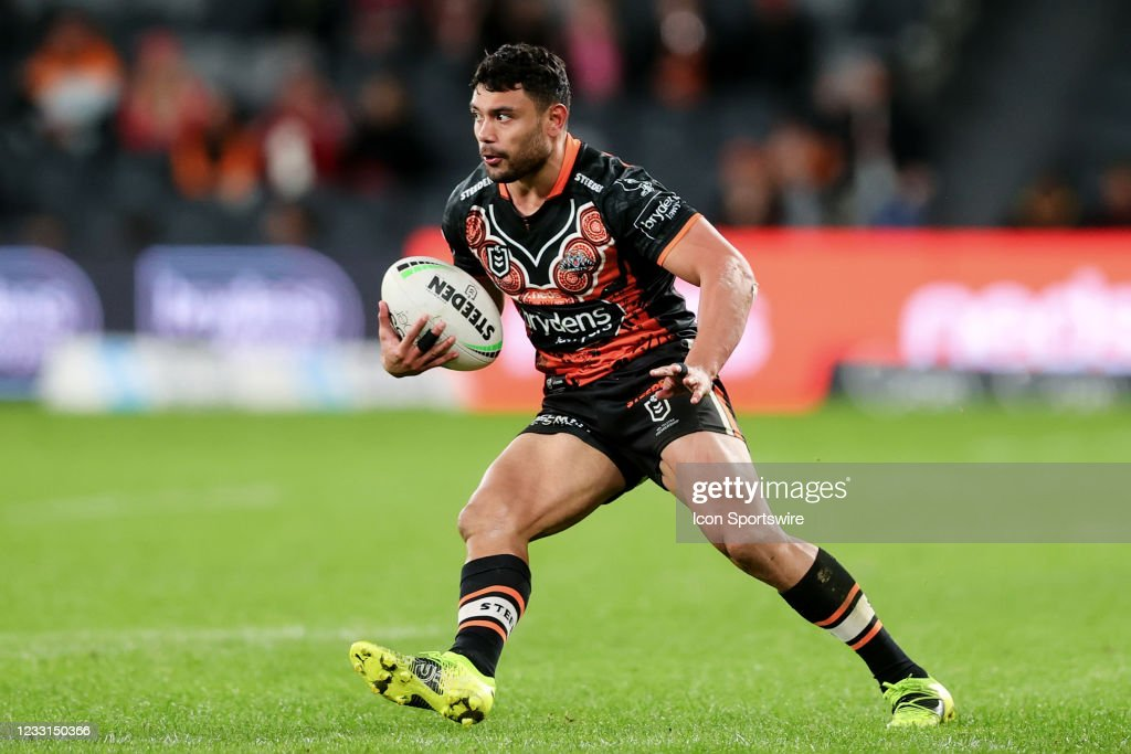 RUGBY: MAY 28 NRL Rd 12 - Wests Tigers v Dragons : News Photo