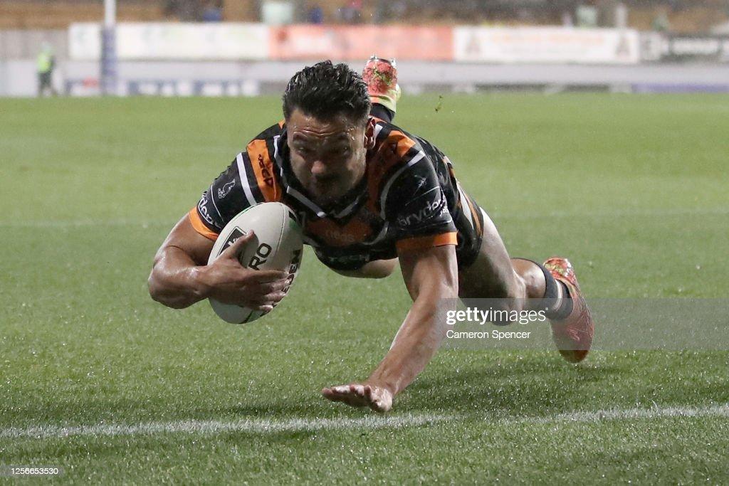 NRL Rd 10  - Tigers v Broncos : News Photo