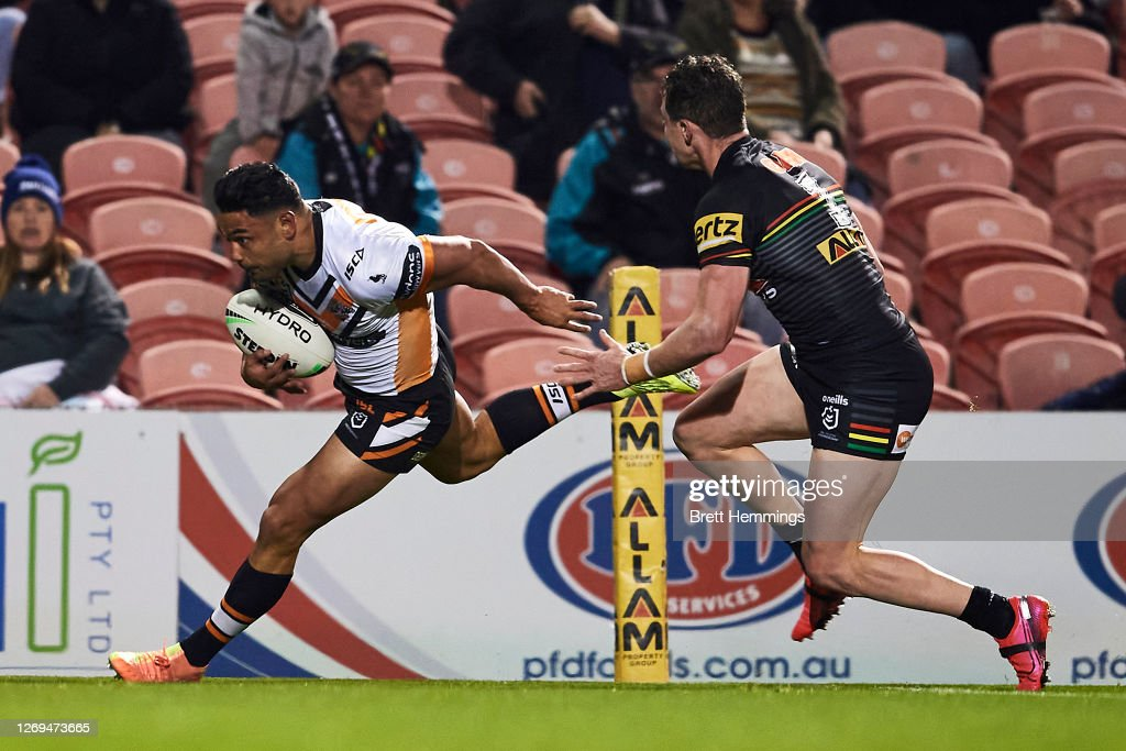 NRL Rd 16 - Panthers v Tigers : News Photo