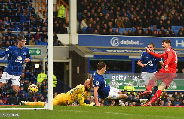 David Nugent of Leicester City scores their first and equalising goal during the Barclays Premier League match between Everton and Leicester City at...
