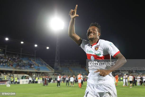 David Okereke of Cosenza Calcio celebrate the victory of the Lega Pro 17/18 Playoff final match between Robur Siena and Cosenza Calcio at Stadio...
