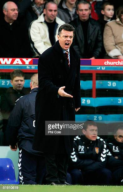 David O'Leary the Aston Villa manager shouts intructions during the Barclays Premiership match between Crystal Palace and Aston Villa at Selhurst...