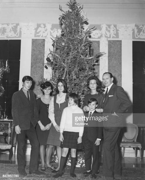 David OrmsbyGore 5th Baron Harlech with his wife and children at Christmas circa 1962 LR Julian OrmsbyGore Jane OrmsbyGore Victoria OrmsbyGore Alice...