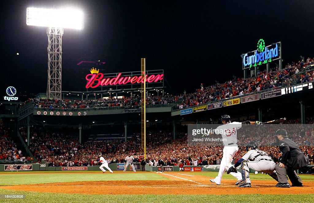 ALCS - Detroit Tigers v Boston Red Sox - Game Two : News Photo