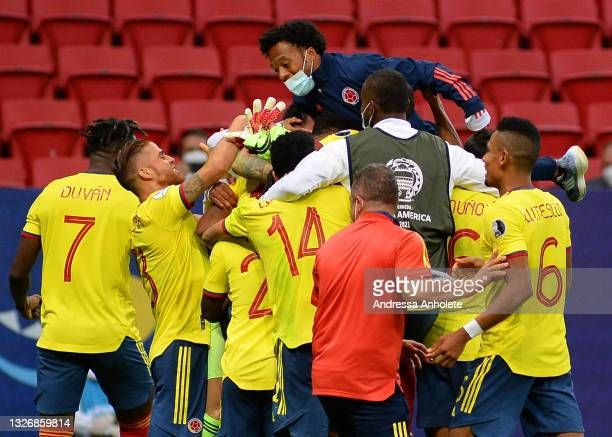 David Ospina of Colombia celebrates with teammates winning a penalty shootout after during a quarter-final match of Copa America Brazil 2021 between...