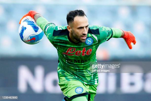 David Ospina of SSC Napoli controls the ball during the Serie A match between UC Sampdoria and SSC Napoli at Stadio Luigi Ferraris on September 23,...