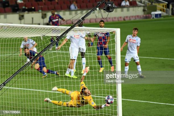 David Ospina of SSC Napoli fails to save the ball from Lionel Messi of Barcelona which leads to Barcelona's second goal during the UEFA Champions...