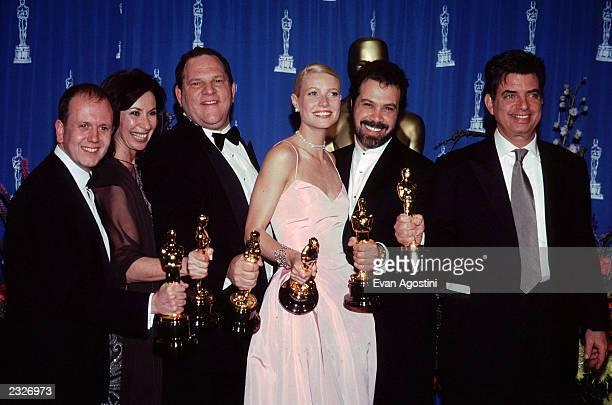 AWARDS THE OSCARS PRESSROOM David Parfitt Donna Gigliotti Harvey Weinstein Gwyneth Paltrow Edward Zwick Mark Norman for Best Fim Shaekspeare in Love...
