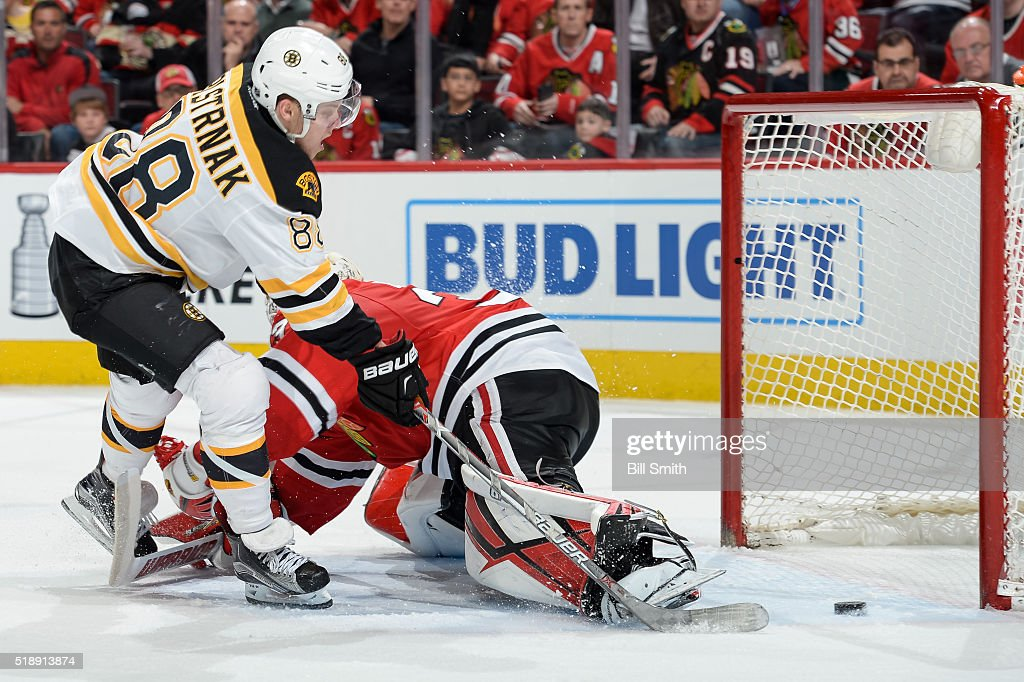 Boston Bruins v Chicago Blackhawks
