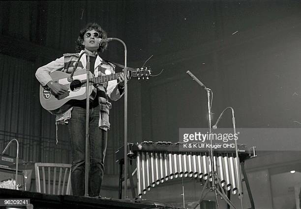 David Peel performs on stage in September 1968 in Germany