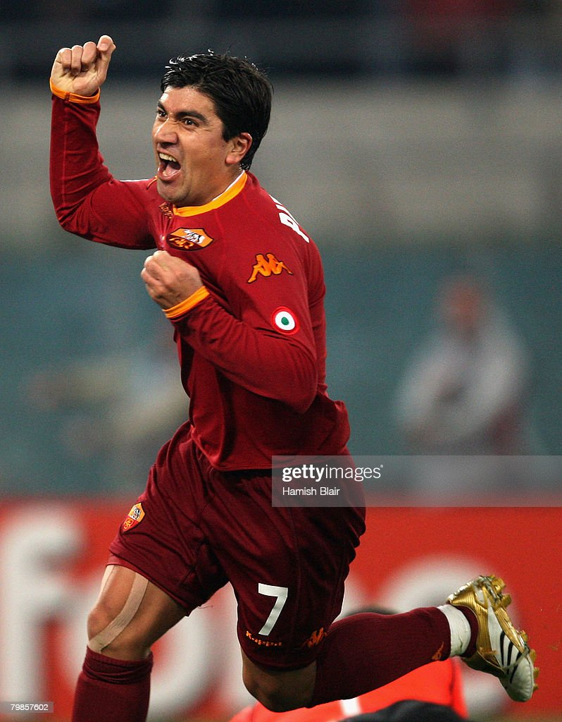 David Pizarro of AS Roma celebrates his goal during the UEFA Champions League first knockout round, first leg match between AS Roma and Real Madrid at the Olympic Stadium February 19, 2008 in Rome, Italy.