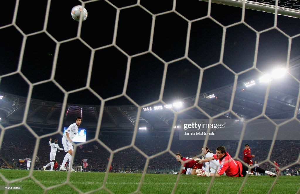David Pizarro of Roma beats Iker Casillas of Madrid to score his goal during the UEFA Champions League first knockout round, first leg match between AS Roma and Real Madrid at the Olympic Stadium on February 19, 2008 in Rome, Italy.