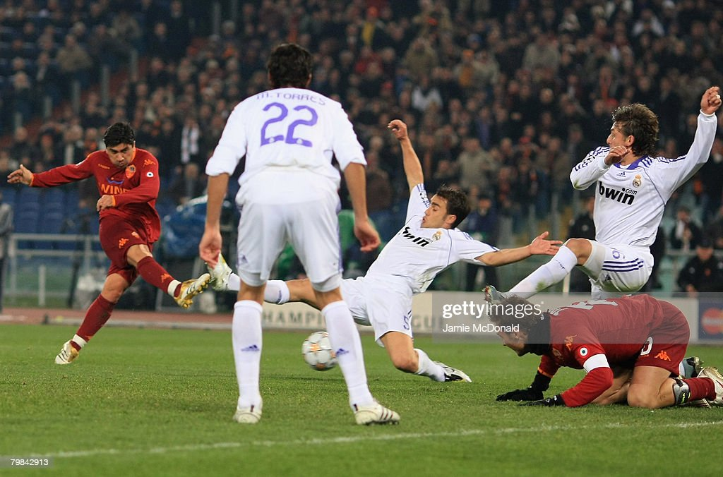 David Pizarro of Roma scores his goal during the UEFA Champions League first knockout round, first leg match between AS Roma and Real Madrid at the Olympic Stadium February 19, 2008 in Rome, Italy.