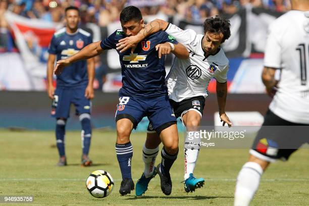 David Pizarro of U de Chile fights for the ball with Jorge Valdivia of Colo Colo during a match between U de Chile and Colo Colo as part of Torneo...