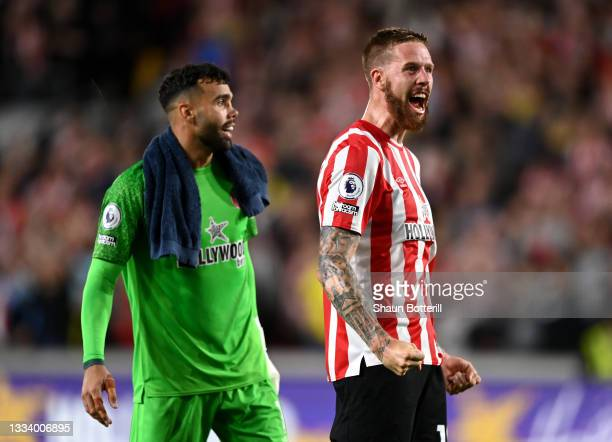 David Raya and Pontus Jansson of Brentford celebrate after the Premier League match between Brentford and Arsenal at Brentford Community Stadium on...