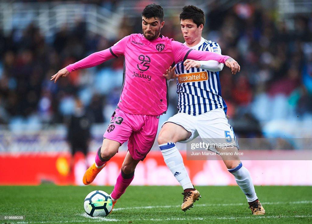 David Remeseiro 'Jason' of Levante UD (L) competes for the ball with Igor Zubeldia of Real Sociedad (R) during the La Liga match between Real Sociedad and Levante at Estadio de Anoeta on February 18, 2018 in San Sebastian, .