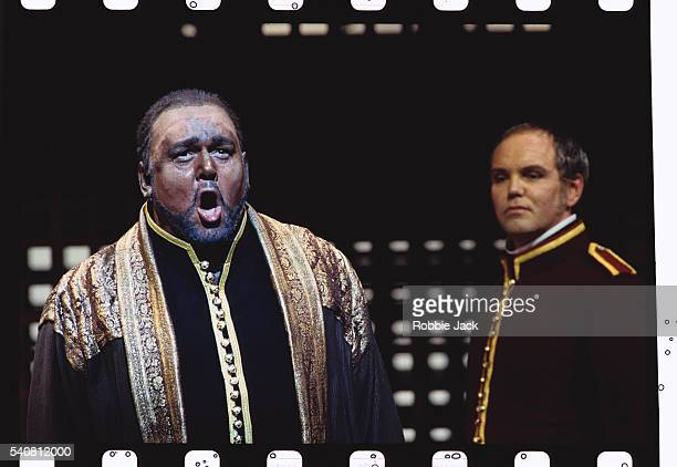 David Rendall and Anthony Michaels-Moore Performing in Otello