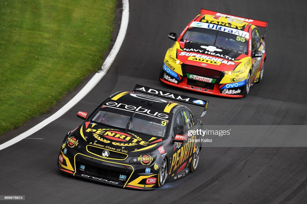 David Reynolds drives the #9 Erebus Motorsport Penrith Racing Holden Commodore VF leads Chaz Mostert drives the #55 Supercheap Auto Racing Ford Falcon FGX during race 23 for the Auckland SuperSprint, which is part of the Supercars Championship at Pukekohe Park Raceway on November 4, 2017 in Pukekohe, New Zealand.