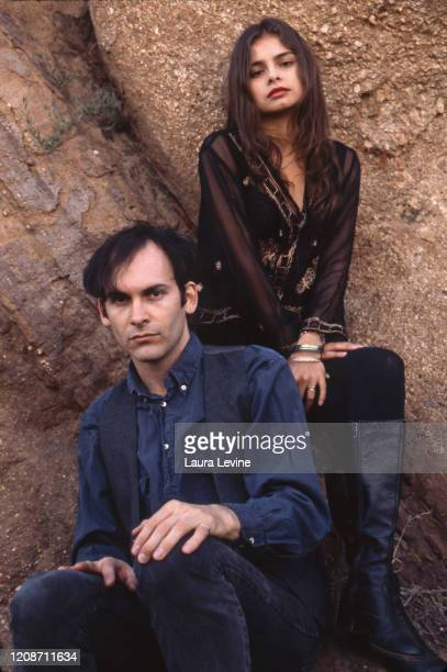 David Roback and Hope Sandoval of Mazzy Star pose for a portrait in 1990 in Los Angeles, California.
