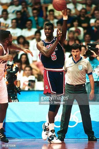 David Robinson of the United States National Team passes the ball during a game against Puerto Rico in the 1992 Summer Olympics at Pavelló Olímpic de...