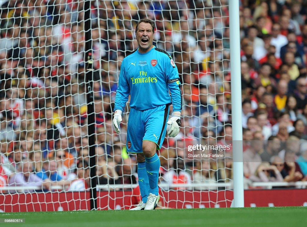 Arsenal Legends v Milan Glorie : News Photo