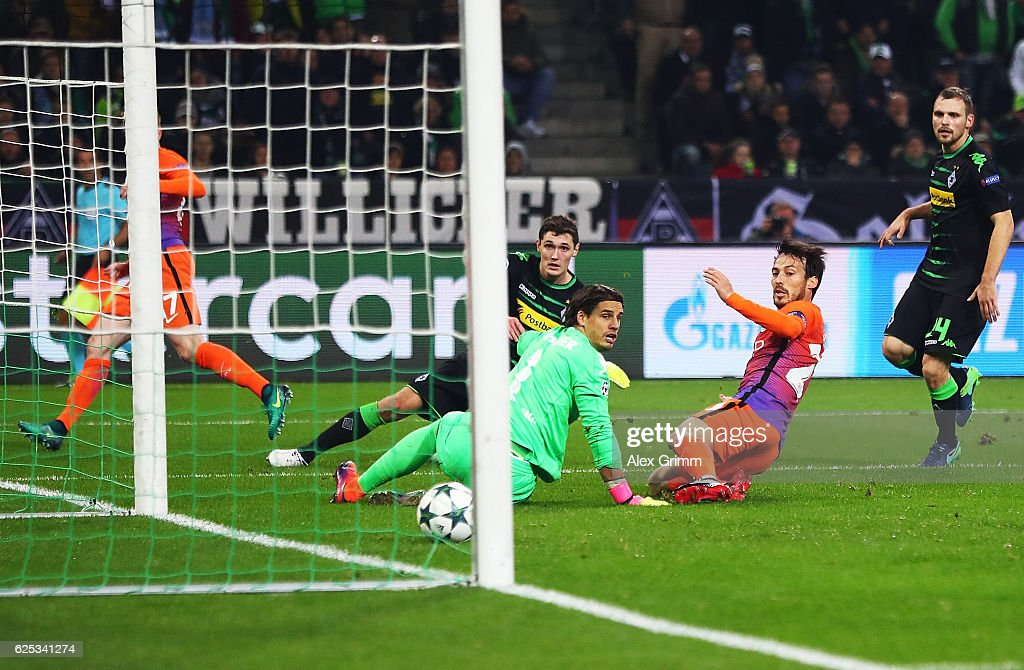 David Silva of Manchester City scores the equaliser on the stroke of half time during the UEFA Champions League match between VfL Borussia Moenchengladbach and Manchester City FC at Borussia-Park on November 23, 2016 in Moenchengladbach, North Rhine-Westphalia.