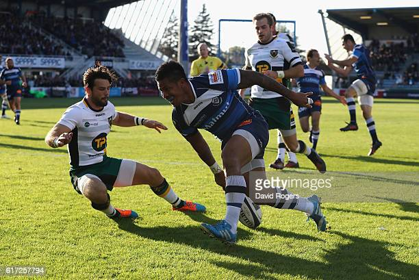 David Smith of Castres breaks clear to score their third try during the European Rugby Champions Cup match between Castres and Northampton Saints at...