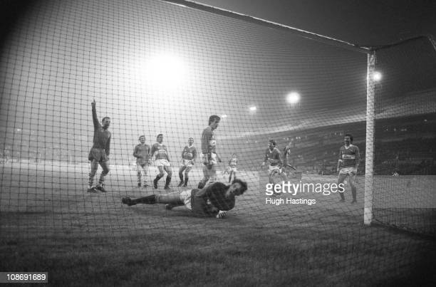 David Speedie of Chelsea celebrates a goal during the Full Members Cup Southern 1st Round Group 1 match between Charlton Athletic and Chelsea held on...