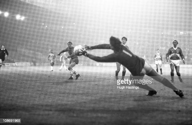 David Speedie of Chelsea shoots at goal during the Full Members Cup Southern 1st Round Group 1 match between Charlton Athletic and Chelsea held on...