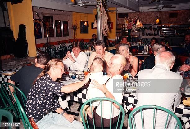 David Spiehs mit Sohn Tristan AngelikaOttSpiehs Söhne von Günter Pfitzmann AndreasRobert Ehefrau Lilo 75Geburtstag von Günter PfitzmannRestaurant La...