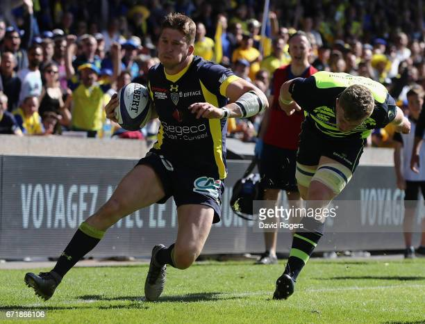 David Strettle of Clermont Auvergne breaks clear of Dan Leavy to score their second try during the European Rugby Champions Cup semi final match...