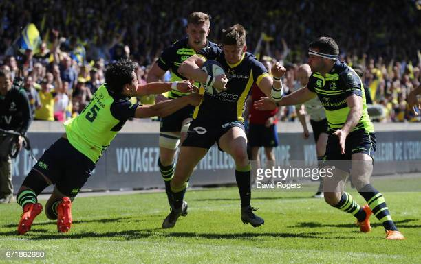 David Strettle of Clermont Auvergne breaks clear to score their second try during the European Rugby Champions Cup semi final match between ASM...