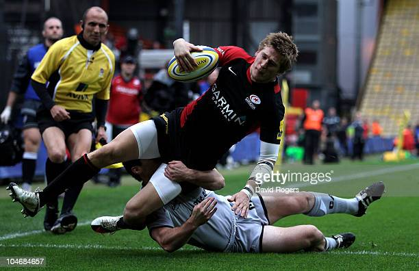 David Strettle of Saracens dives over but the try was disallowed during the Aviva Premiership match between Saracens and Leicester Tigers at Vicarage...