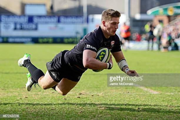 David Strettle of Saracens scores the opening try during the LV= Cup Final match between Saracens and Exeter Chiefs at Franklin's Gardens on March 22...