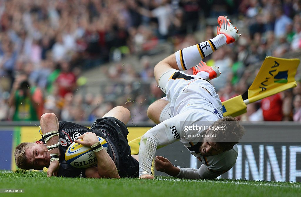 David Strettle of Saracens scores the winning try during the Aviva Premiership match Saracens and Wasps at Twickenham Stadium on September 6, 2014 in London, England.