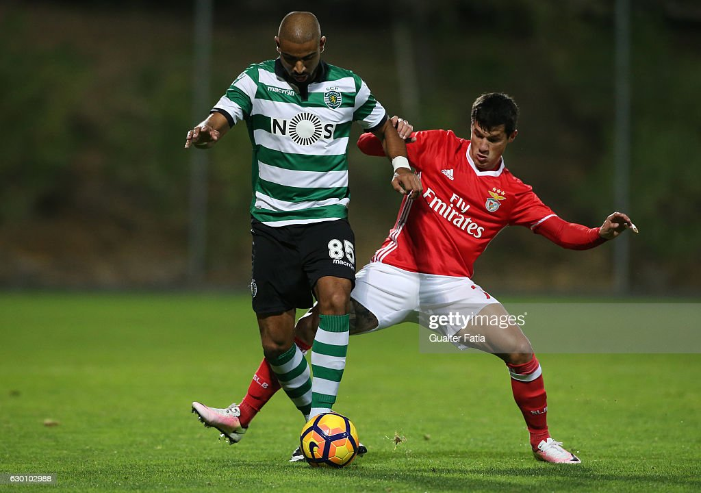 David Sualehe of Sporting CP B (L) with Alan Benitez of SL Benfica B (R) in action during the Segunda Liga match between SL Benfica B and Sporting CP B at Caixa Futebol Campus on December 16, 2016 in Seixal, Portugal.