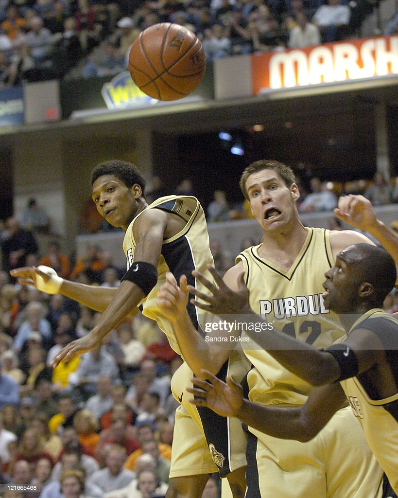 DAvid Teague, Matt Kiefer and Brandon McKnight react to a loose rebound in the second half of Cincinnati's 79-59 win over Purdue in the John Wooden Tradition in Conseco Fieldhouse, Indianapolis 11-27-04