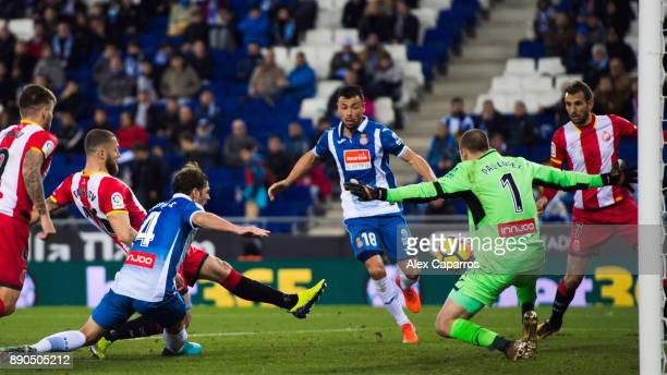 David Timor of Girona FC scores the opening goal during the La Liga match between RCD Espanyol and Girona FC at RCDE Stadium on December 11 2017 in...