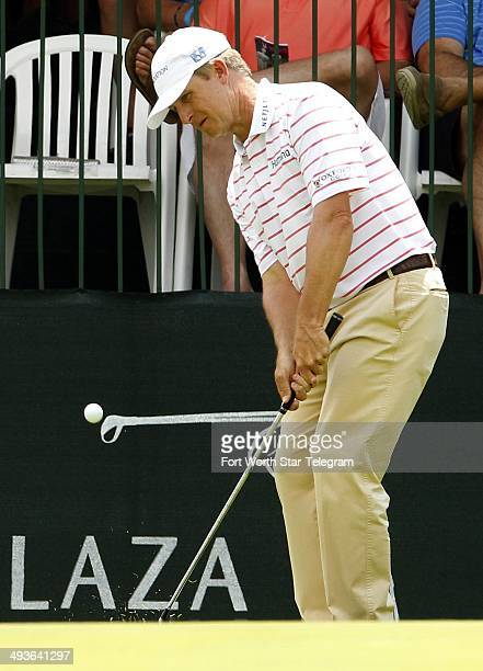 David Toms chips onto the green at 17 during the third round of the Crowne Plaza Invitational at Colonial in Fort Worth, Texas, Saturday, May 24,...