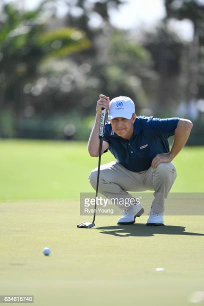 David Toms lines up a putt on the first hole during the first round of the PGA TOUR Champions Allianz Championship at The Old Course at Broken Sound...