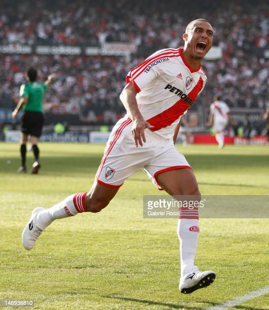 David Trezeguet of River Plate victorious after scoring the first goal of his team during a match between River Plate and Almirante Brown as part of...