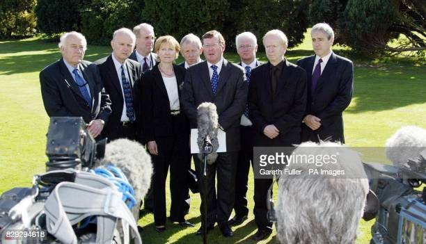 David Trimble leader of the Unionist Party gives a morning press conference with party members before the start of talks on restoring devolution in...