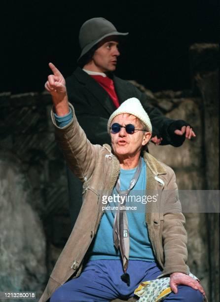David und Heinz Bennent proben am für den modernen Klassiker Endspiel von Samuel Beckett im HebbelTheater in Berlin Am 2112 hatte die mehr...
