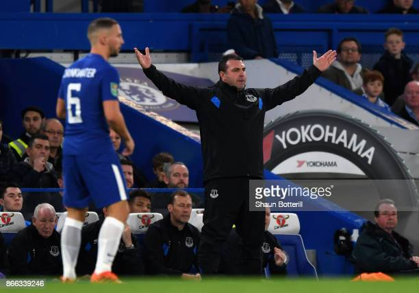 David Unsworth Caretaker Manager of Everton gives his team instructions during the Carabao Cup Fourth Round match between Chelsea and Everton at...