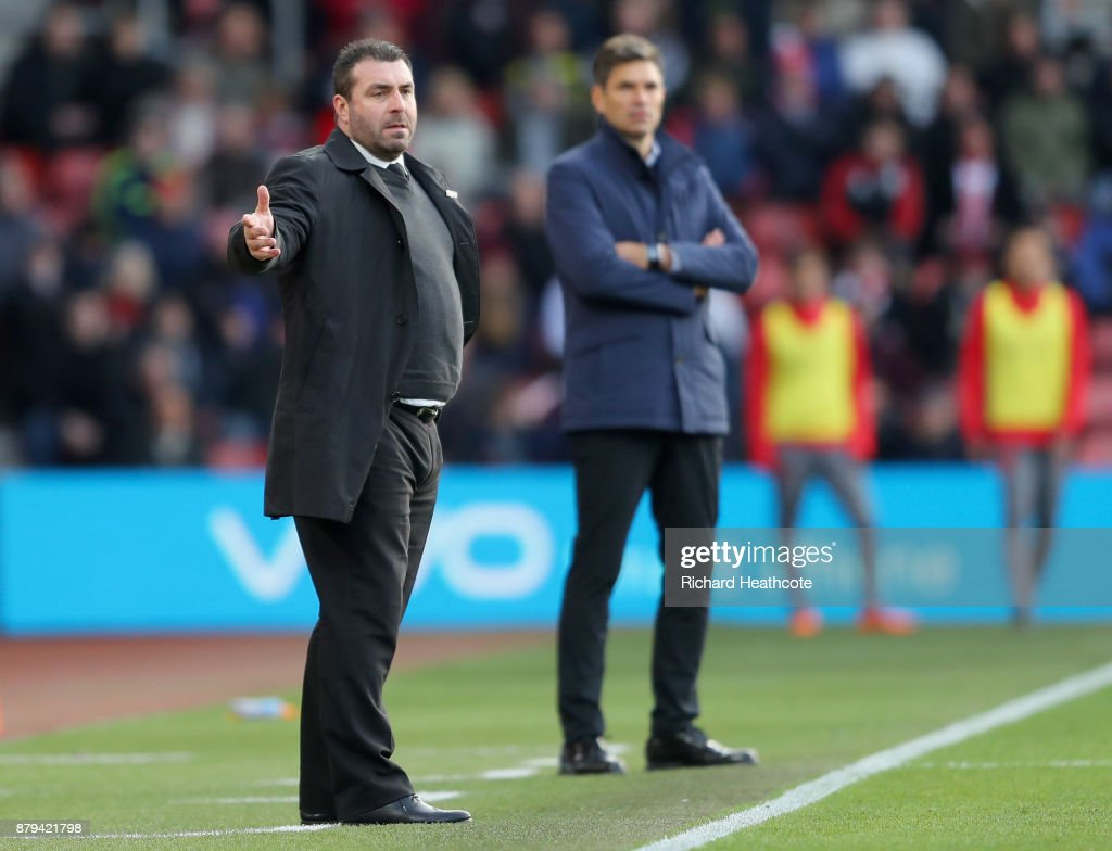 David Unsworth, Caretaker Manager of Everton reacts as Mauricio Pellegrino, Manager of Southampton looks on during the Premier League match between Southampton and Everton at St Mary's Stadium on November 26, 2017 in Southampton, England.