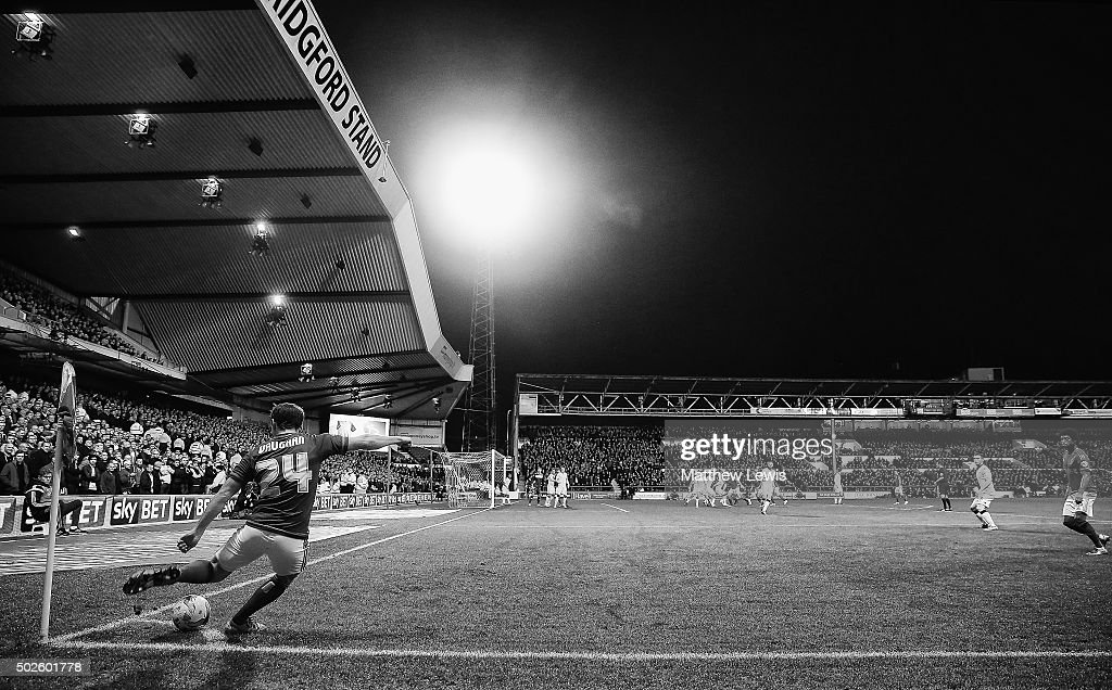 David Vaughan of Nottingham Forest takes a corner during the Sky Bet Championship match between Nottingham Forest and Leeds United on December 27, 2015 in Nottingham, United Kingdom.