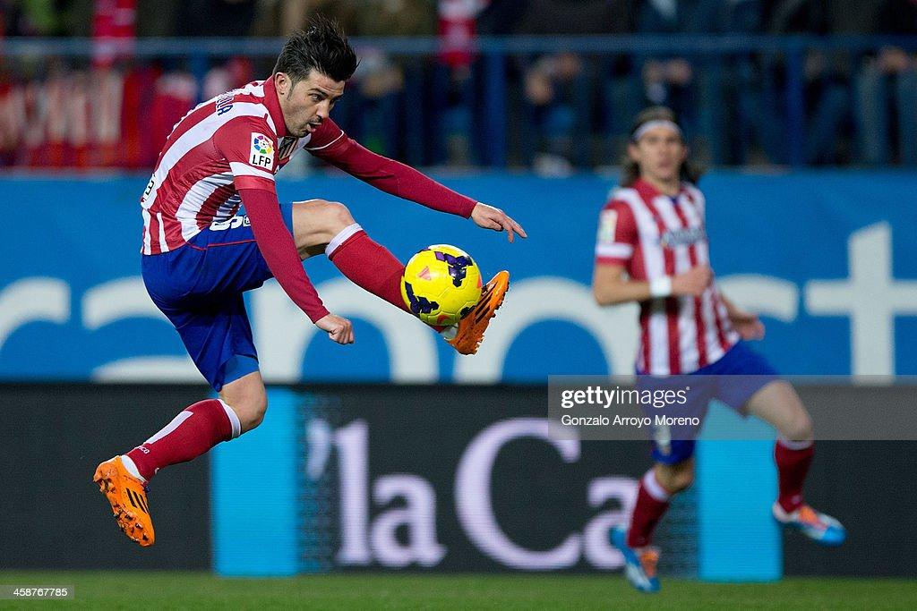 David Villa of Atletico de Madrid controls the ball during the La Liga match between Club Atletico de Madrid and Levante UD at Vicente Calderon Stadium on December 21, 2013 in Madrid, Spain.